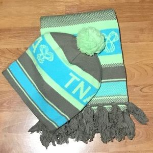 TNA, Colour-blocked Pom Pom Beanie & Scarf Set